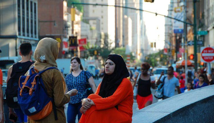 Porti il velo islamico? Licenziata