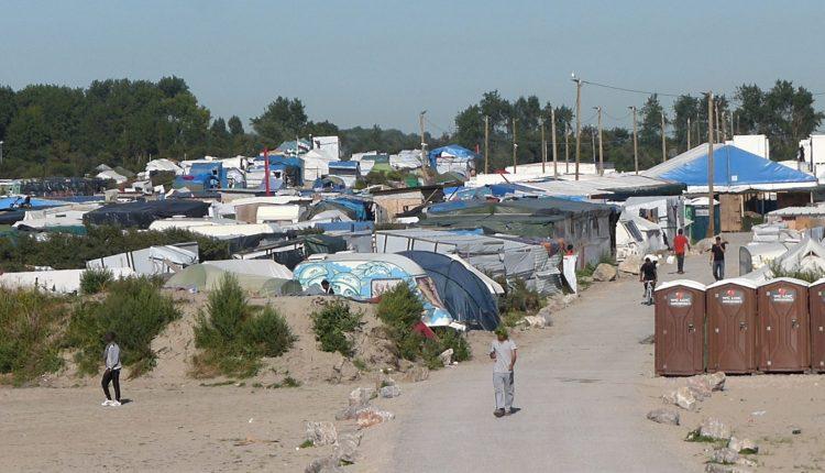 "Calais è ancora una ""jungle"""