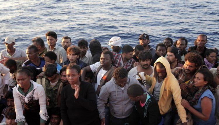 La tratta di esseri umani arriva dal mare