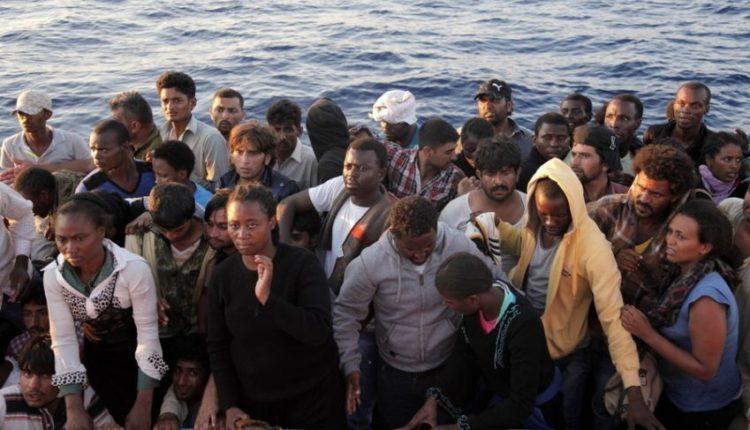 Gommone con migranti a bordo