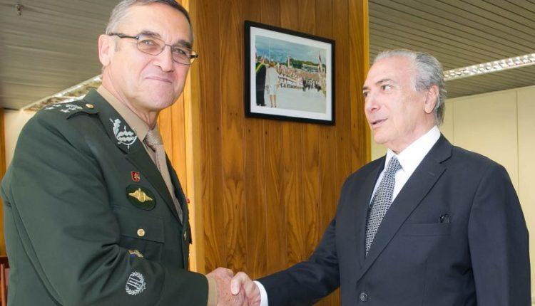 Il generale brasiliano Villas Boas con il presidente Michel Temer
