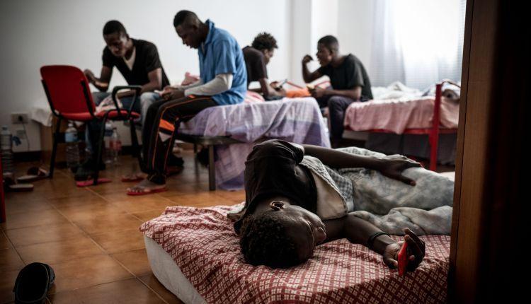Coronavirus: in Italia tutele ridotte per i migranti a rischio contagio