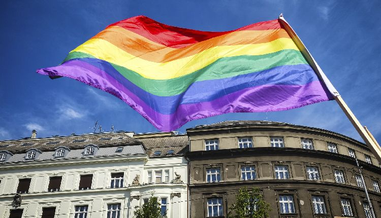terapia ormonale transgender gratuita