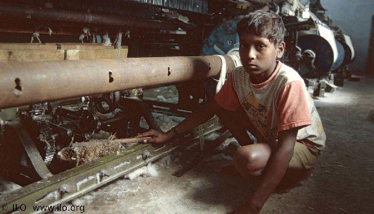 india bambini tra scuola e sfruttamento